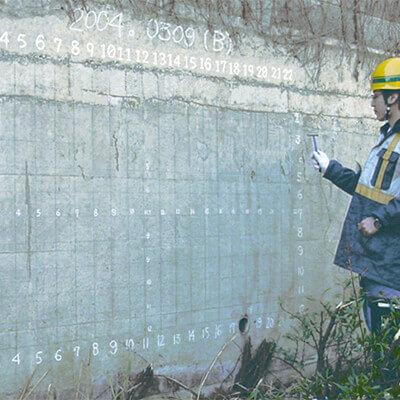 コンクリートテスター CTS-02v4 擁壁打撃風景